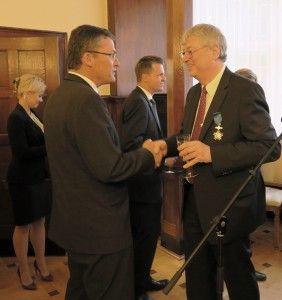 Hans-Joachim-Falenski-uhonorowany-Krzyzem-Kawalerskim-Orderu-Zaslugi-RP